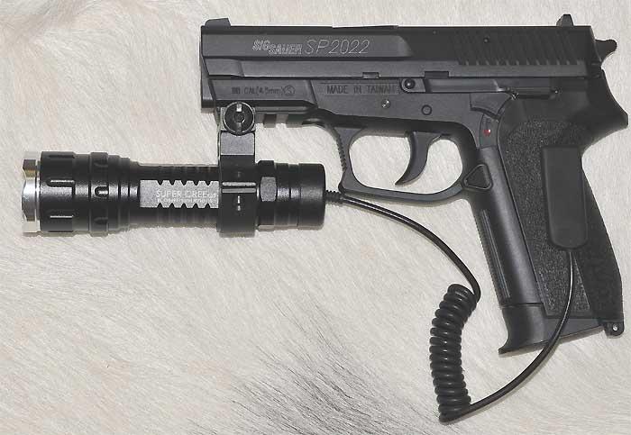 Latarka taktyczna policyjna wojskowa LED 500 lm ładowalna wyłšcznik żelowy